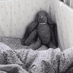 Handsydd söt kanin i bomull grå lillastork.se