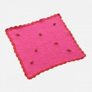 Virkad filt med nyckelpigor till docksäng