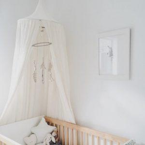 Romantisk sänghimmel vit