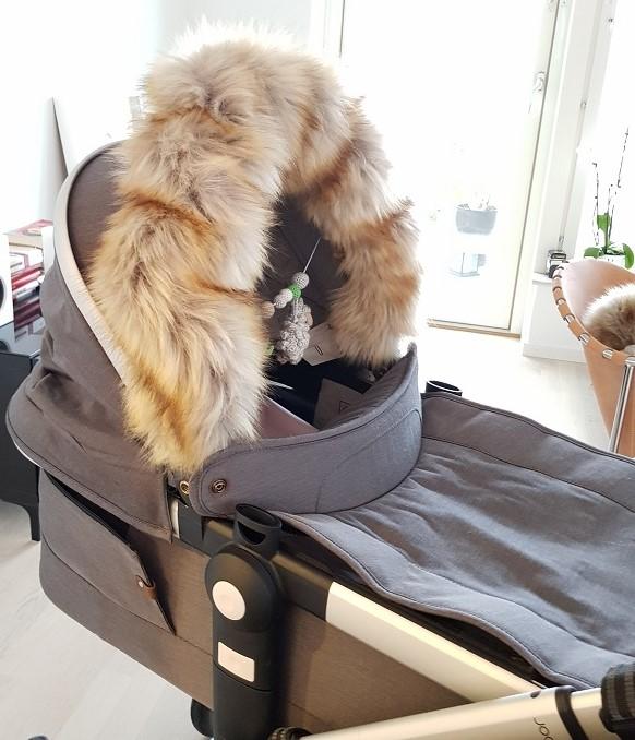 Exklusiv fuskpälskrage till barnvagnen Lilla Stork