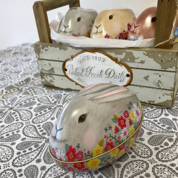 Kanin påskägg i plåt